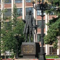 памятник Ползунову у Политехнического университета на Ленинском проспекте, Барнаул