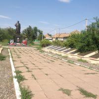 Братская могила в центре города., Капустин Яр