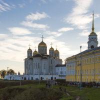 Успенский собор и здание губернских присутственных мест, Владимир