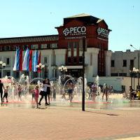 Фонтан в жаркий день на Театральной площади, Владимир