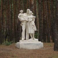 """Скульптура """"Семья на отдыхе"""", Жирновск"""