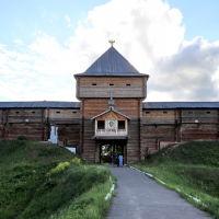 """Лух. """"Воссозданный"""" кремль города Лух. (Наверное, там хранилось сено для местных коз, такое сооружение не выдержало бы и камня из рогатки лихого лушского пацана), Лух"""