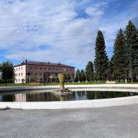 Пруд и здание администрации посёлка, Палех