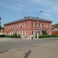 Старинное здание на углу Зелёной площади и Костромской улицы, Шуя