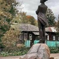Константиа Бальмонт на фоне старой Шуи., Шуя