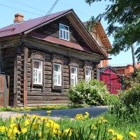 Улица Садовая. Старый дом с солнечной символикой на наличниках., Шуя