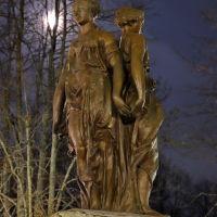 Три грации на фоне полной луны., Шуя