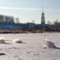 Шуя. Белые розы на льду реки Тезы., Шуя