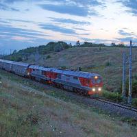 Двухэтажный поезд № 28 Москва-Анапа следует по Анапскому району. 9 июля 2019 г., Анапа