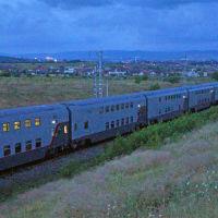 Двухэтажный поезд № 28 Москва-Анапа на приближении в Анапу. 9 июля 2019 г., Анапа