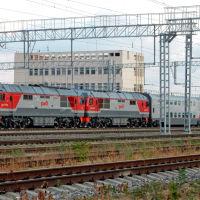 Тепловозы ТЭП70БС с вагонами двухэтажного поезда № 28 Москва-Анапа, июль 2019 г., Анапа