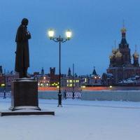 Памятник Гоголю на Набережной (начало Гоголевского буьвара), Йошкар-Ола
