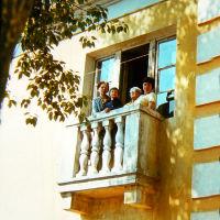 на балконе, Южно-Уральск