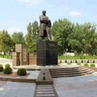 Памятник М.Ф.Ахундова, Шеки