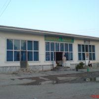 Здание в Гулистане, где автобус разворачивался на конечной. Позади здания угол территории детского сада, Денау