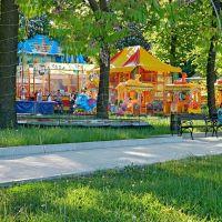 В парке им.Щербакова всегда многолюдно, отдыхают от мала до велика, Донецк