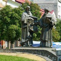 Памятник апостолам Кириллу и Мефодию, создателям славянской азбуки, Мукачево
