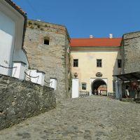 Древний замок Паланок, двор нижнего замка, Мукачево