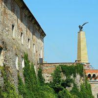 Древний замок Паланок, памятник 1000-летию обретения родины венгерским народом, Мукачево
