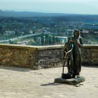 Древний замок Паланок, памятник женщине -легенде Илоне Зрини и Ференцу II Ракоци, её сыну, Мукачево