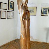 Древний замок Паланок, скульптура ангела(дерево) в музее замка, Мукачево