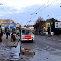 город Ровно - Тролейбусная остановка в центре города, Ровно