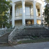 Дворец культуры - вид со стороны Днепра, Новая Каховка