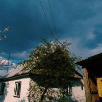 Вулиця Першого Травня перед грозою, Маневичи