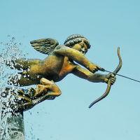 г.Днепр, фигура веселого Амура над фонтаном влюбленных -- один из символов города, Днепропетровск