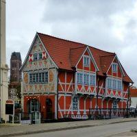 Wismar, Altes Fährhaus mit Grube-Brücke und St. Marien, Висмар
