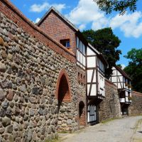 Germany_Mecklenburg_Neubrandenburg_City Wall with half-timbered Outlook Houses (Wiekhaus)_P1140882.JPG, Нойебранденбург