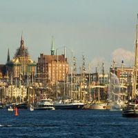 Blick auf die Liegeplätze und die Stadt zur Hanse Sail 2009, Росток