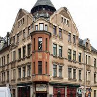 """Plauen - Das Eckhaus mit dem Restaurant """"Alte Gastwirtschaft"""" mit seinem auffälligen Dachreiter in der Rathausstrasse, Плауэн"""
