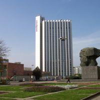 Karl-Marx-Kopf und Hotel Mercure, Хемниц