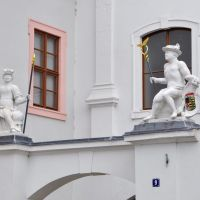 Fürstenhaus, Figuren über Haupteingang [2010], Вейссенфельс