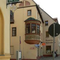 Altenburg - Blick am Hotel Engel vorbei auf das Sanitäts- und Reformhaus mit Eckerker, Альтенбург