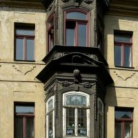 Altenburg - Blick auf den Holzerker mit Gaffköpfen der ehem. Seifensiederei Otto Bachmann, Альтенбург