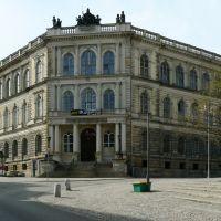 Altenburg - Die Herzogliche Landesbank erbaut 1865 mit der Saxonia sowie weiteren allegorischen Firguren auf dem Dach, Альтенбург