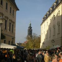 Weimar - links: Hochschule für Musik Franz Liszt, mitte: Weimarer Stadtschloss, rechts: Herzogin Anna Amalia Bibliothek und das alles zum Weimarer Zwiebelmarkt 2008., Веймар