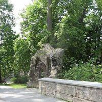 die Ruinen einer alten Burg in der englischen Park, Майнинген