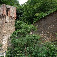 Aschaffenburg - Stadtmauer mit Turm, Ашхаффенбург