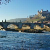 Würzburg  - Alte Mainbrücke und Festung in der Wintersonne - Old Bridge and Fortress Marienberg in the Winter Sun, Вюрцбург