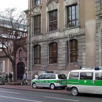 Die Polizei umzingelt das Christian-Ernst-Gymnasium, Ерланген