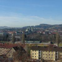 Blick über das Illerstadion auf Lorenzkirche und Residenz, Кемптен