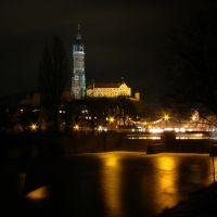 #03 Martinskirche und Burg Trausnitz bei Nacht vom Isarufer aus, Landshut, Ландсхут