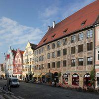Morgens, die ersten Bierbänke werden verteidigt, Landschaftshaus, Landshut, Ландсхут
