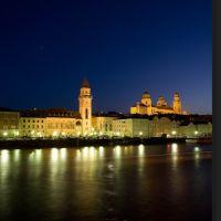 Passau Rathaus und Dom bei Nacht, Пасау