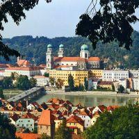 Passau, die Dreiflüssestadt mit Inn und Innstadt im Vordergrund ( Photo by Erich Trötscher), Пасау
