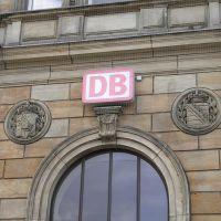 Hof: Hbf. das königl. bay. und sächs. Wappen am Empfangsgebäude, Хоф