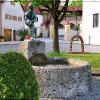 """Brunnen """"Hans im Glück"""" in der oberen Stadt Dingolfing, Дингольфинг"""